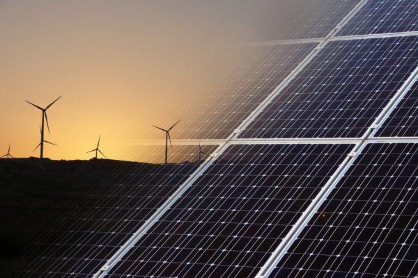 energies renouvelables eoliennes et panneaux solaires