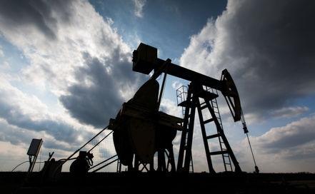 chevalet de pompage sur un puits de pétrole