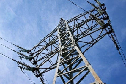 pylone et ligne à très haute tension