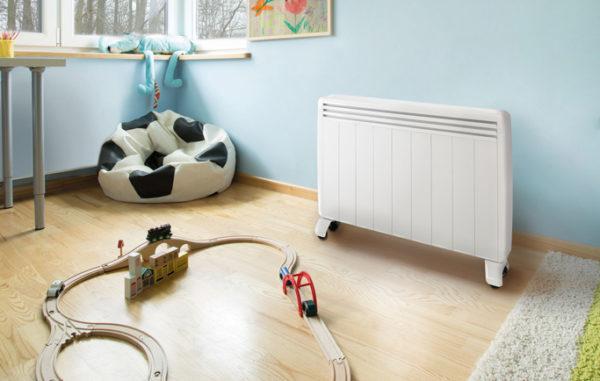 Radiateur électrique d'appoint mobile Aterno dans une chambre d'enfant.