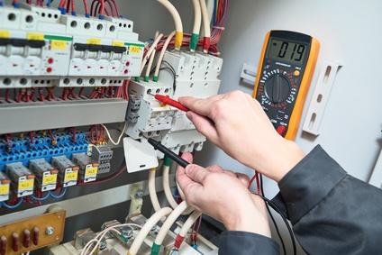 Tableau électrique et mesure du courant.