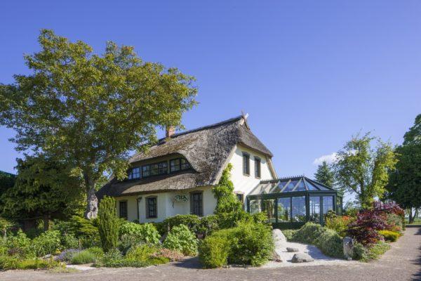 Maison avec une véranda.
