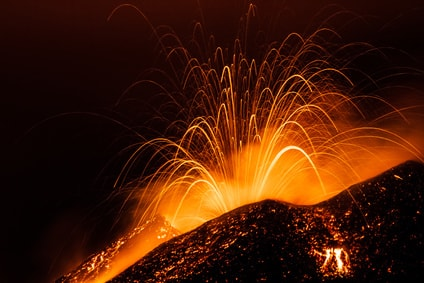 volcan en eruption - islande